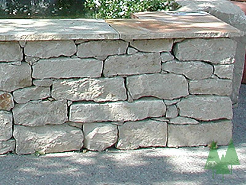 A: Naturstein-Kleinmauerstein