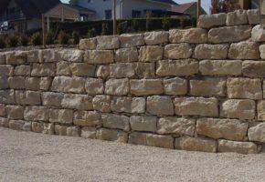 Naturstein Bruchsteinmauer